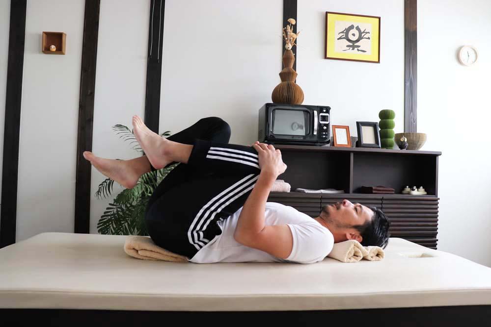 産後の「胎児の姿勢」で腰痛肩こり改善動作4
